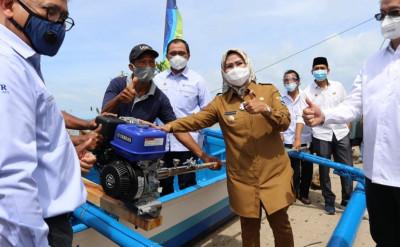 bupati-serang-sebut-bantuan-perahu-tingkatkan-taraf-ekonomi-nelayan